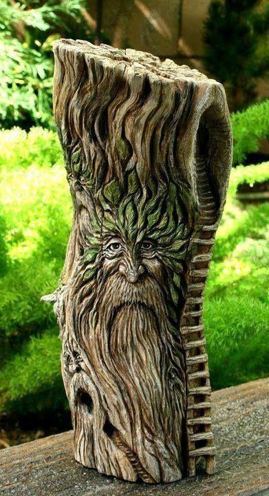 木头颜色的古朴,刻画的老头也有岁月感