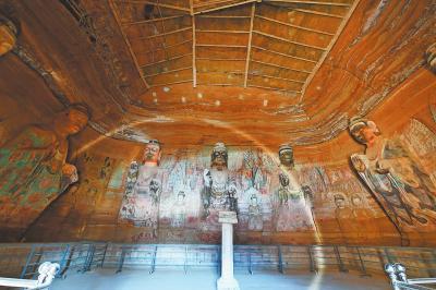 165号窟是北石窟寺窟群中规模最大、内容最丰富和最有价值的洞窟。