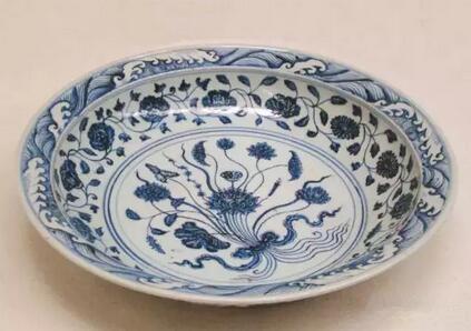 15世纪 青花束莲纹大盘