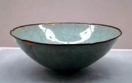 官窑 12-13世纪 青瓷轮花钵