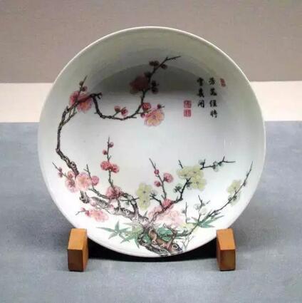 清雍正 景德镇窑 粉彩梅树纹盘