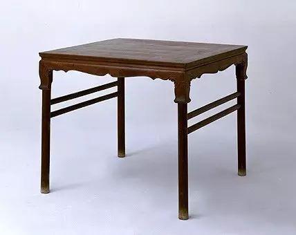 黄花梨卷草纹展腿方桌 明  高86.5cm,边长100cm