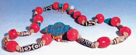 天珠珊瑚项链。19世纪