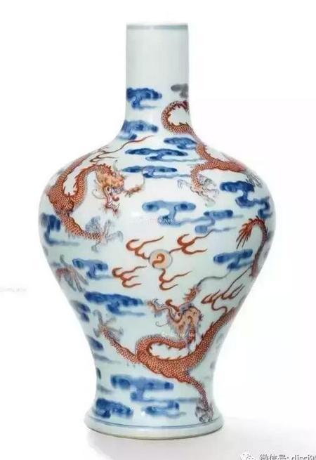 清雍正青花矾红游龙戏珠纹直颈瓶