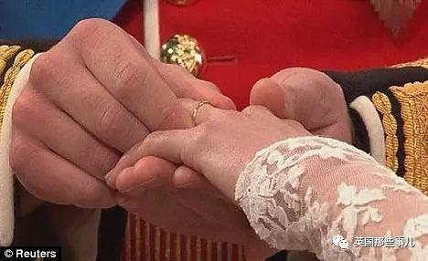 查尔斯和卡米拉的婚礼戒指也出自于Wartski之手。