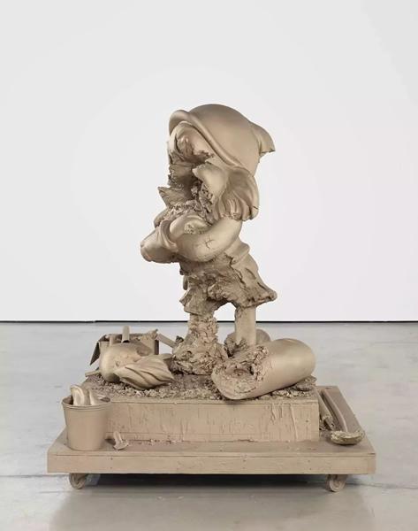 """保罗·麦卡锡(Paul McCarthy),《白雪公主小矮人""""爱生气""""》(White Snow Dwarf, Grumpy),2016,青铜,190.5 x 152.4 x 149.9 厘米 / 75 x 60 x 59 英寸。? 保罗·麦卡锡,"""