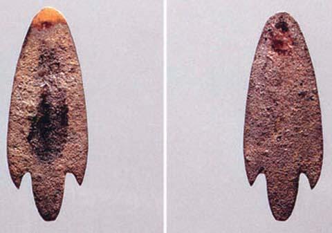 青铜箭簇。 青铜器时代早期,拉萨曲贡遗址出土,长5CM