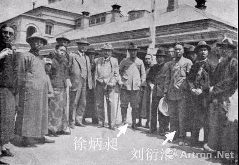 西北科学考察团在北平西直门火车站出发时部分团员合影