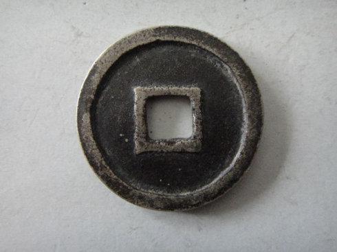 8:铜质,径36.5,有待考证。