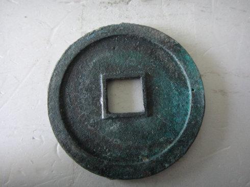 5:铜质,制作还算工整,锈色斑斓,经49MM。