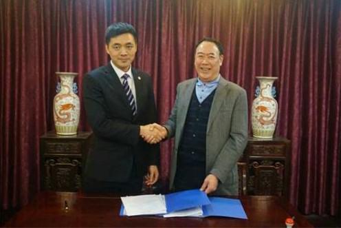 廖茂林(右)