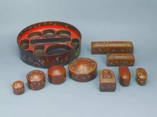 彩绘双层九子漆妆奁。来源:湖南省博物馆