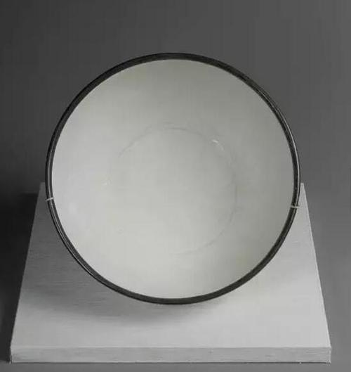 北宋定窑莲花纹大碗 高11.5cm 直径24.8cm