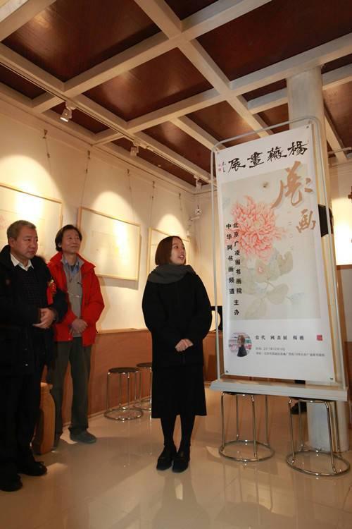 开幕式现场 展览作者杨薇女士致辞摄影/白光