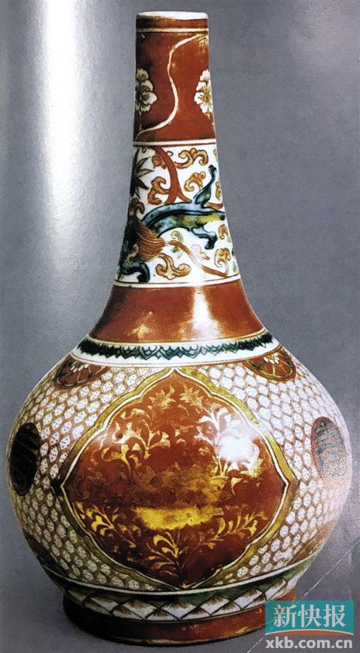 ■明宣德五彩牡丹纹瓶 高29厘米 日本根津美术馆藏