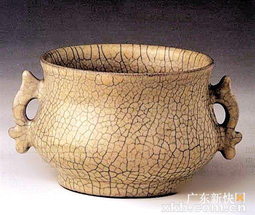 ■哥窑鱼耳瓷炉(国家博物馆)