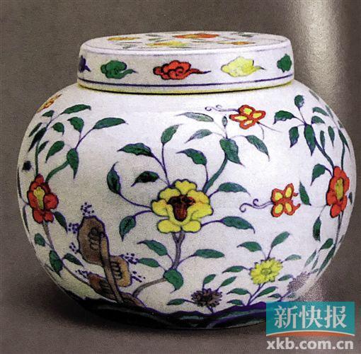 ■明成化五彩牡丹蝴蝶纹盖罐。 (图自《中国五彩瓷器》)