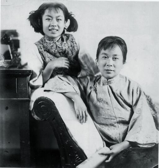 孙慧君和母亲姚淑荣(孙佩苍夫人)