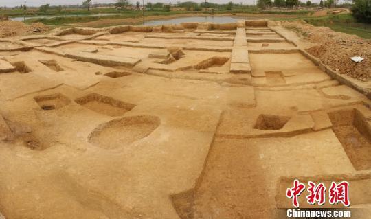 南昌发掘新石器晚期墓葬群首现半地穴式房址