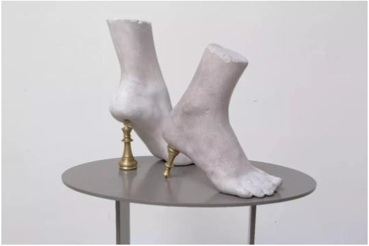 蔡泽滨,《忐忑 》, 铁,石膏,铜,33.5 x 11 x 21 cm,2018