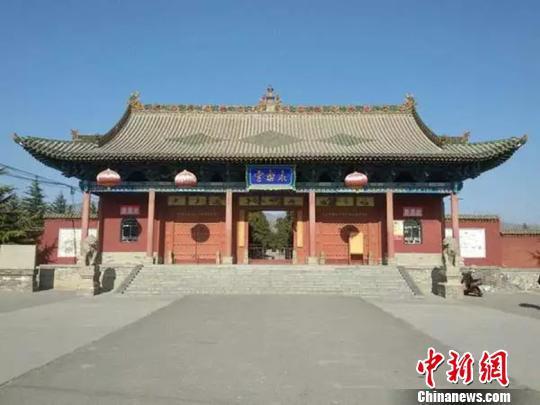 建于元代的永乐宫就在山西省芮城县龙泉村的东边。