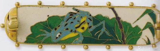 Alexis Falize / Antoine Tard, Brooch, 1869,cloisonné enamel on gold, l。 4.8cm, Collection Polak, Courtesy of Wartski, p.142