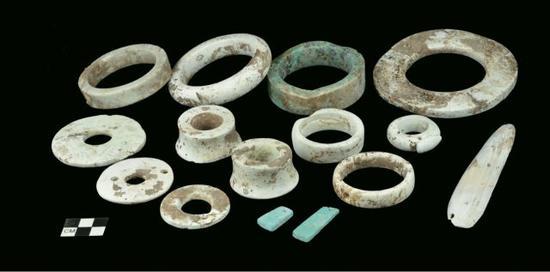 济南焦家遗址出土的玉器。(社科院考古所供图)