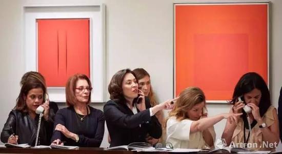 2016年,前佳士得战后及当代艺术发展部主席艾米·卡佩拉佐加入苏富比