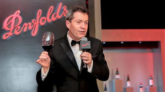 Penfolds 首席酿酒师彼得?嘉高(Peter Gago)于 2017 年 '珍藏系列'新年份葡萄酒全球发布晚会。