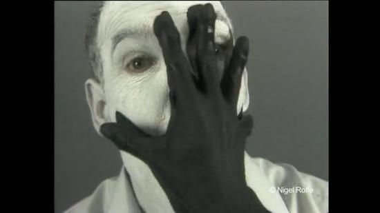 脸上的手,视频截帧,1988