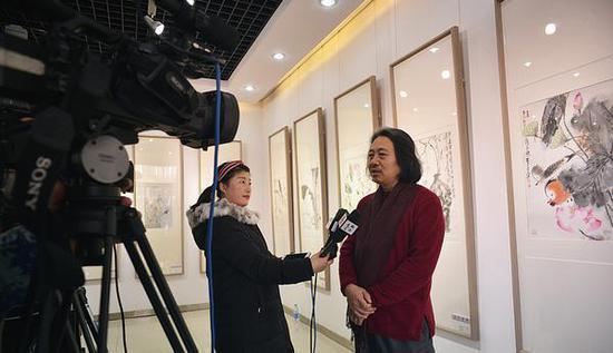 中国国家画院青年画院副院长、天津画院院长、天津美协副主席、天津中国画学会执行会长贾广健接受媒体采访