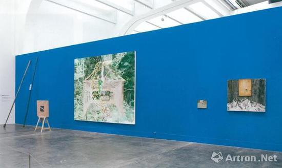 """仇晓飞作品《反复》在2017年北京保利春拍的""""尤伦斯男爵珍藏中国当代艺术""""专场中以253万元成交,同场的另一件仇晓飞《奥特莱斯的维纳斯》则以149.5万元被同一藏家竞得。"""