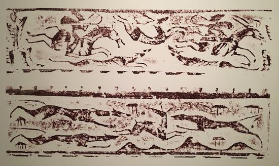 汉代画像砖《猎鹿》《犬逐獐》中,都有细长的猎犬追击鹿和獐子的图案。