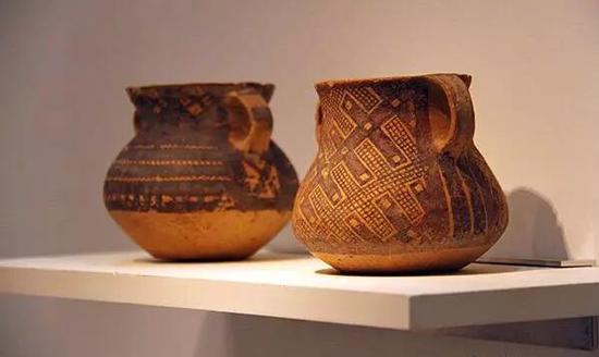 浦上苍穹堂展出中国新石器时代彩陶古董作品