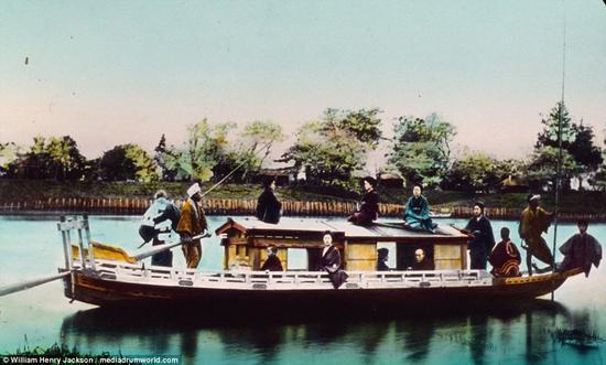 1895年,一条中国游船上