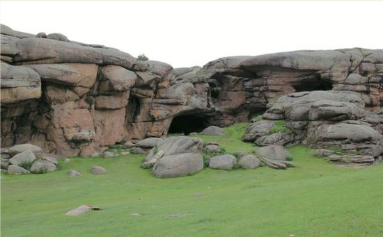 新疆通天洞遗址及周边环境。(社科院考古所供图)