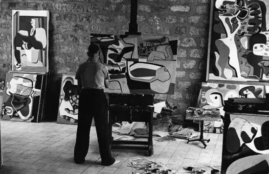 勒・柯布西耶在工作室