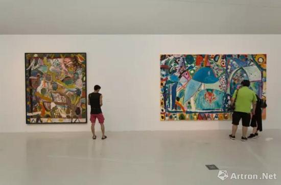 """""""航向边缘""""吉莲?艾尔斯的抽象绘画展览现场"""