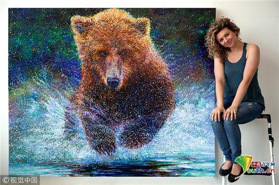 她的绘画主题也很广泛,括动物、人物、风景、海洋和城市场景等。