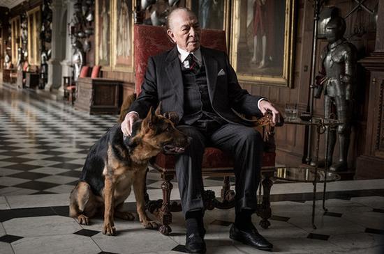 《金钱世界》中克里斯托弗·普卢默饰演老盖蒂。