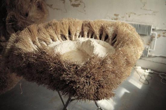 朱金石,《山水案》,折叠桌子、炊帚、面粉和水,1995