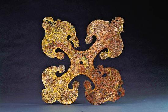 东汉四灵鎏金柿蒂形铜饰牌