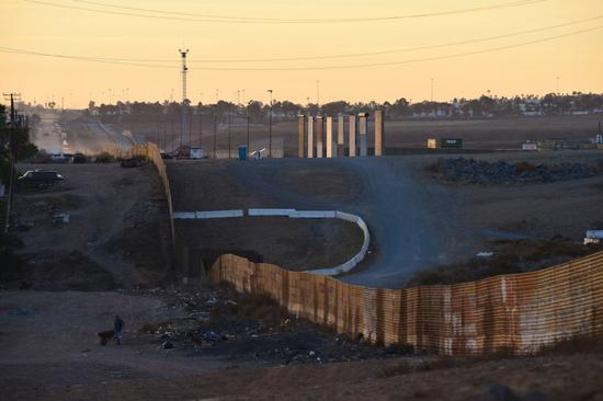 边境隔离墙模型。图片:courtesy of Bjarni Grimsson