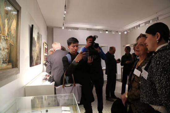 ▲ 列支敦士登公国Hildegard王妃参观展览