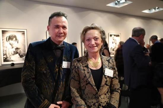 ▲ 威狮国际总裁陈齐杰与列支敦士登公国Hildegard王妃