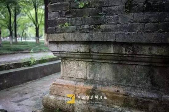 南京午朝门公园 红大理石砌成须弥座