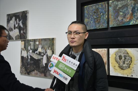 介于手绘系列图书总策划、艺术家、凤凰含章艺术中心经理、运营总监陈晓杰接受媒体采访