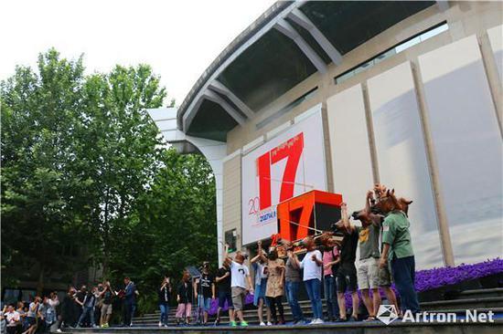 """西安美术学院2017届""""时空留痕——开放的西美""""本科毕业季开幕现场"""
