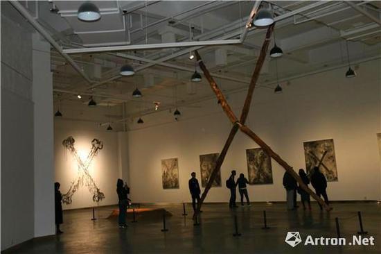 崔振宽美术馆《八种提出问题的方式》海报和展览现场