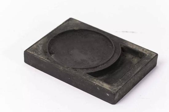 海天旭日砚形墨(清) 8.9x6.3x1.2cm